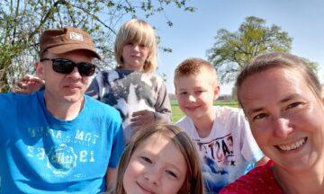 Gemeinsam um die Welt: Familienwanderung mit Boßel-Einlage