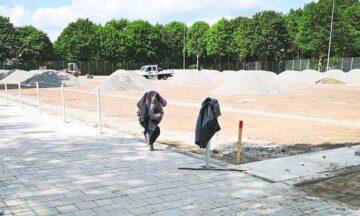 Kunstrasenplatz-Neubau: Augen zu und durch