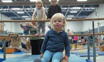 Sporteln: 300 Kinder erobenern Mühlenbachhalle