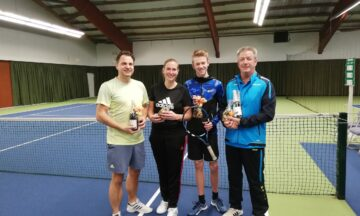 Tennis: Der Nikolaus bringt Pokale